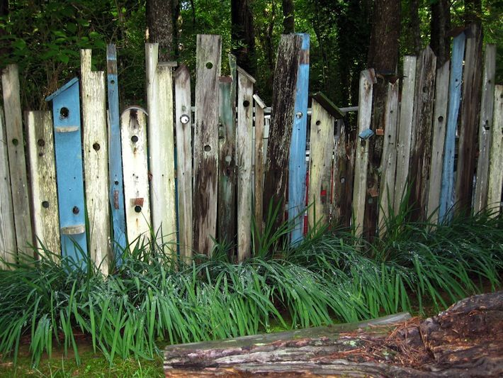 Birdhouse fence with old wood and excellent bird watching for Old wooden fence ideas