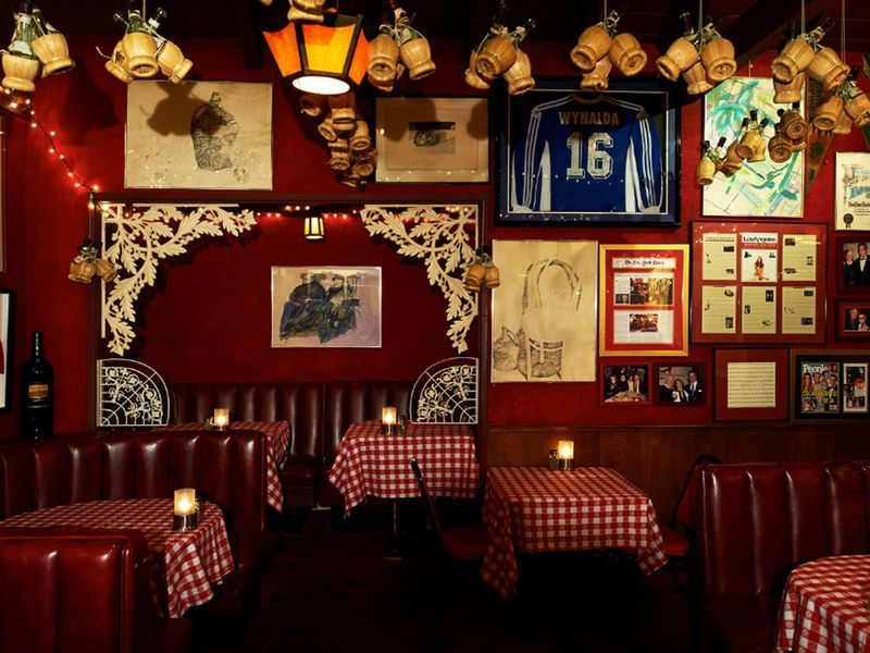 Red Sauce Chicken Parm And Endless Glasses Of Chianti Where To Find Old School Italian Food Italian Restaurant Decor Classic Restaurant Italian Restaurant