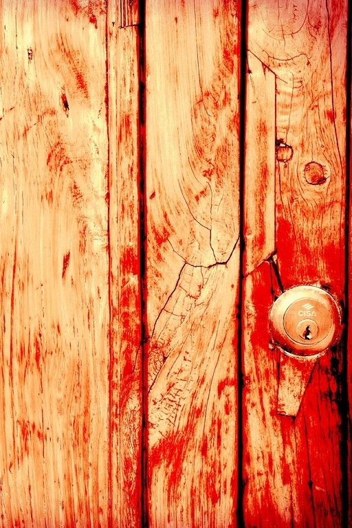 #Photography while travelling Even in #Europe, a red door can't be resisted...