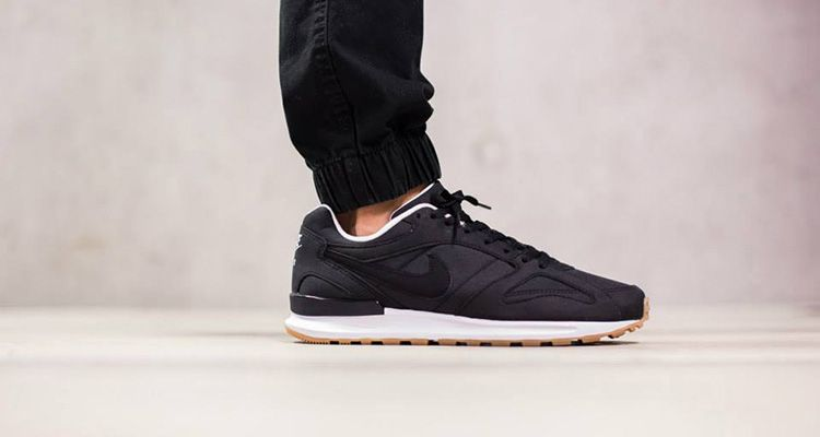 Black · nike-air-pegasus-new-racer-black-white-light-