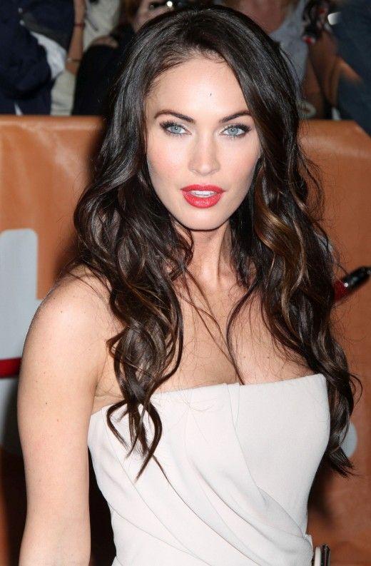 Clothing Colors For Fair Skin With Blonde Brown Red Or Black Hair Megan Fox Hair Dark Hair Pale Skin Fair Skin Dark Hair
