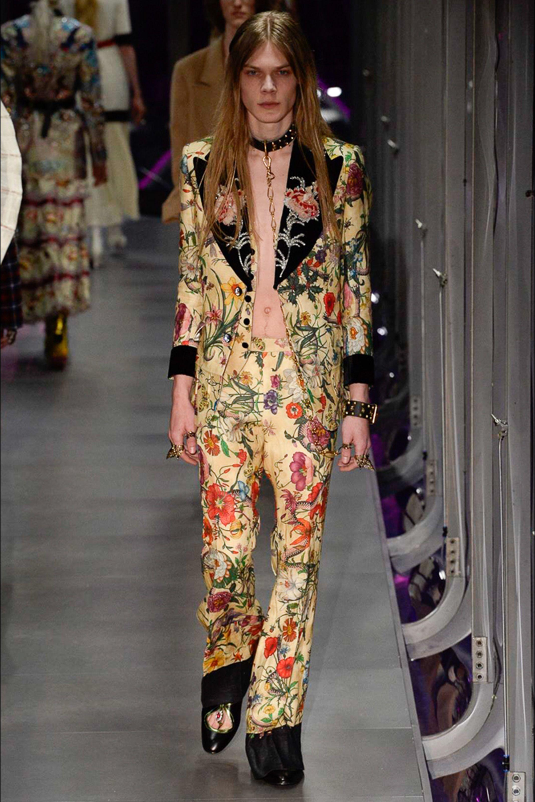 5d55cf4dd9105 Guarda la sfilata di moda Gucci a Milano e scopri la collezione di abiti e  accessori per la stagione Collezioni Autunno Inverno 2017-18.