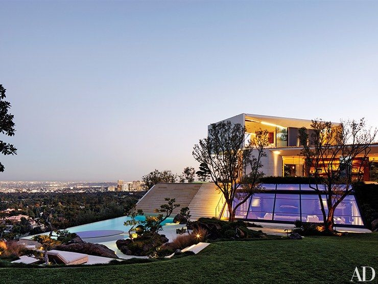 Tour Director Michael Bay S Modern Three Story Home In California Hollywood Homes Celebrity Houses Michael Bay