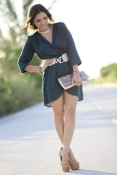 Imagen de http://images0.chictopia.com/photos/danidaniramirez/1408907770/teal-love-dress-gold-mimi-boutique-bag-beige-bebe-belt-tan-bebe-pumps_400.jpg.