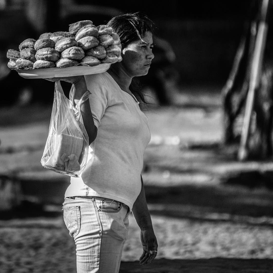 SOBRE SONHOS trazidos em um dia tranquilo... #bnw_life #bnw_society #bnw_world #bnw_worldwide #bnw_captures #bw #bnw_universe #bw_society #photowall_bw #jj_blackwhite #bnw_city #streetphotography #blackandwhite #blackandwhitephotography #people #photojournalism #pravcmever