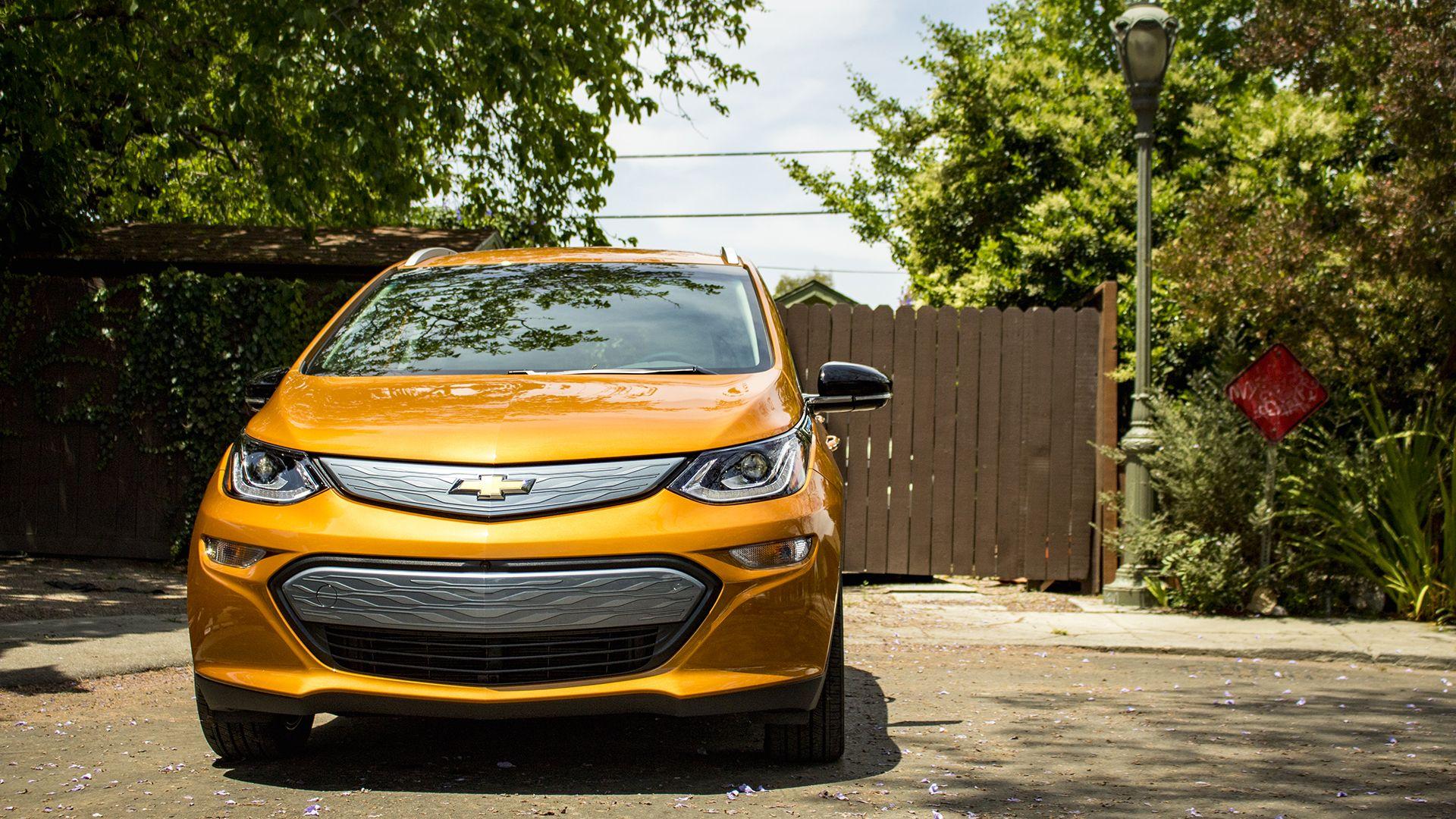 2018 Chevrolet Bolt Premier Ev Car Review Gm Builds The First Real M Market Electric Drive