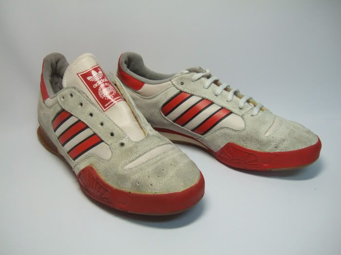 Blanco Honorable mayoria  Adidas made in Argentina. Probably late 80s/early 90s