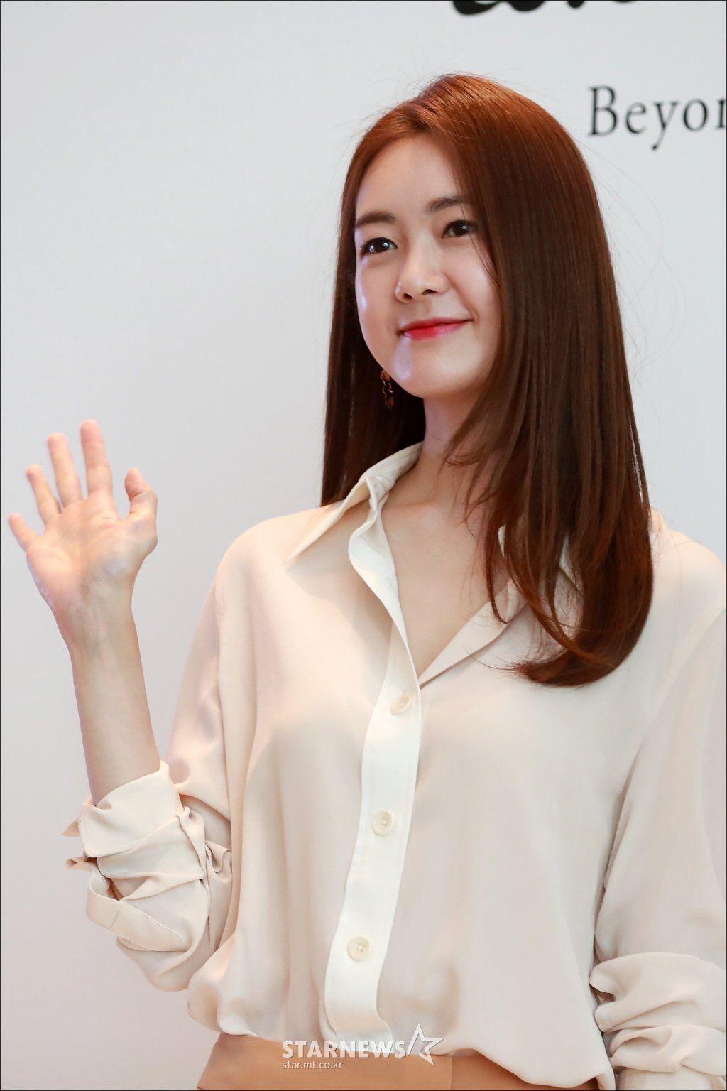 Yo-won Lee Nude Photos 39