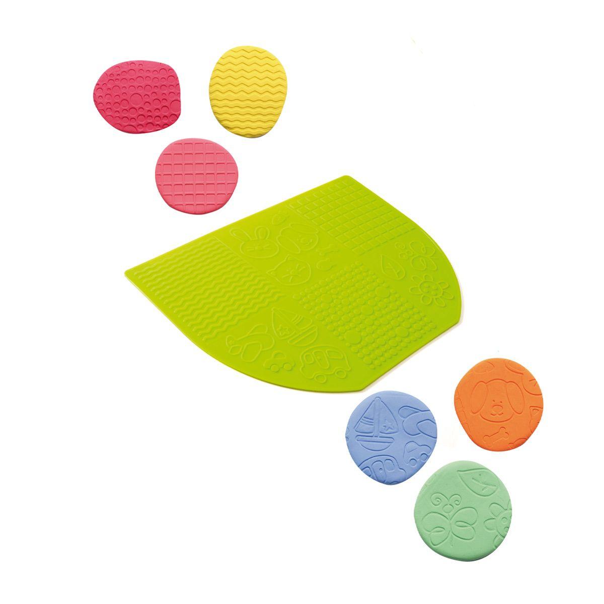 Voici un tapis original pour jouer à la pâte à modeler. L'enfant choisit une boule de pâte et l ...
