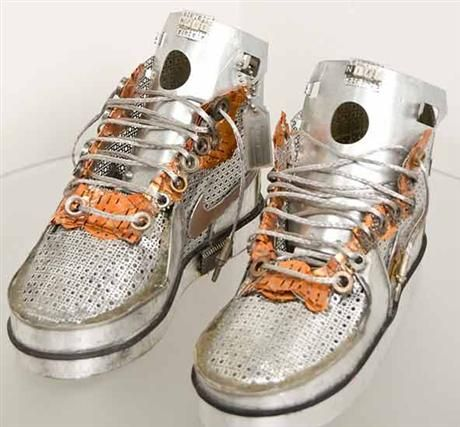 Sneakers made of Recycled Metal 02