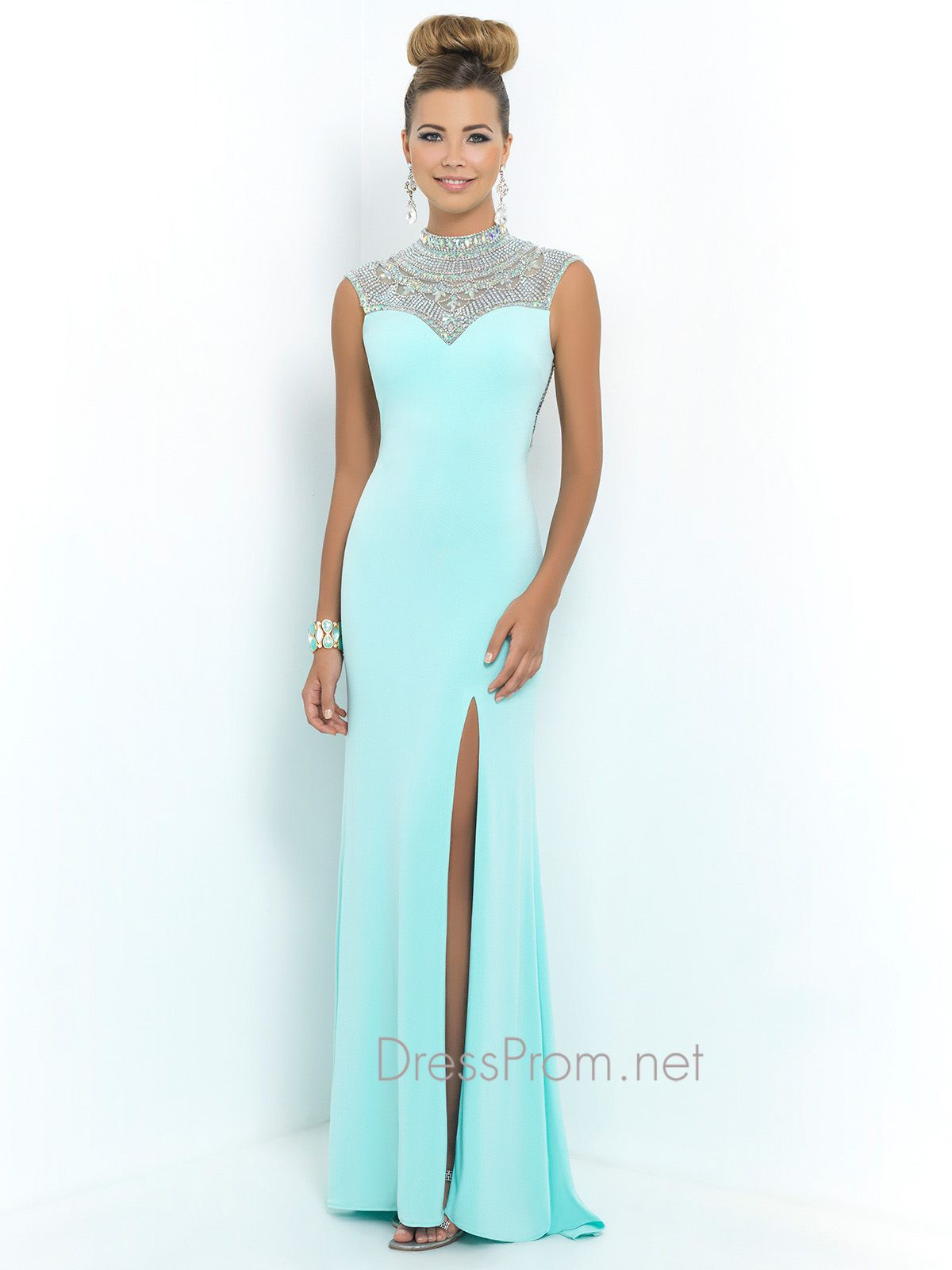Get a Hollywood red carpet dress for prom night! The Blush prom gown ...