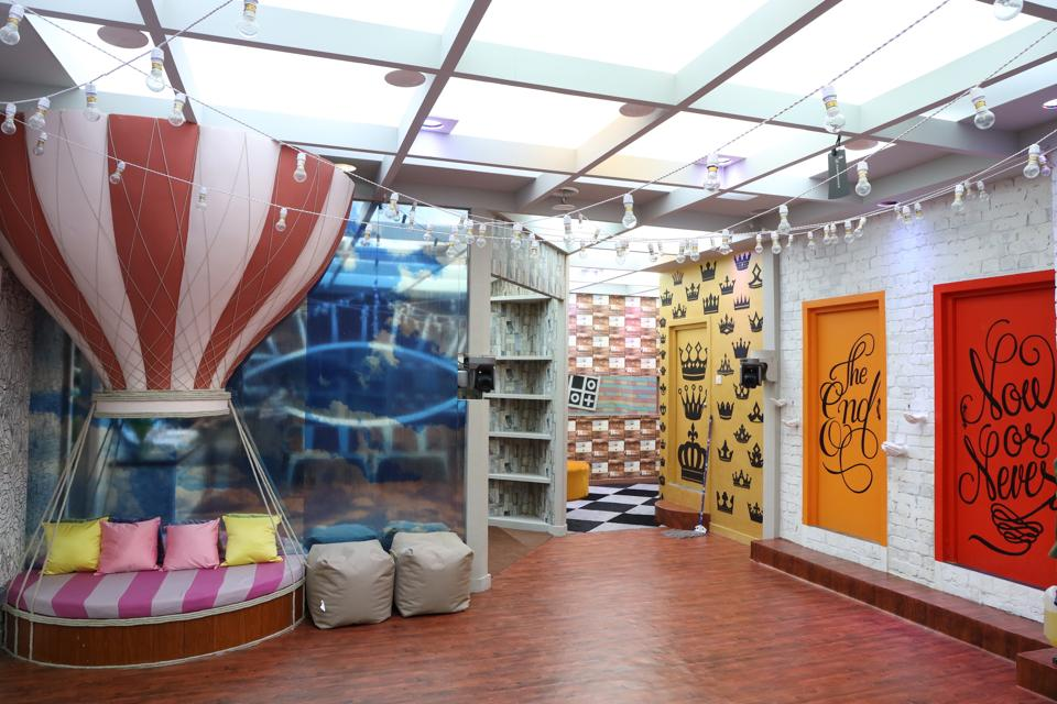 Bigg Boss House Dons A Museum Theme For The 13th Season See Pictures Viralbake Young House House Alcove Seating
