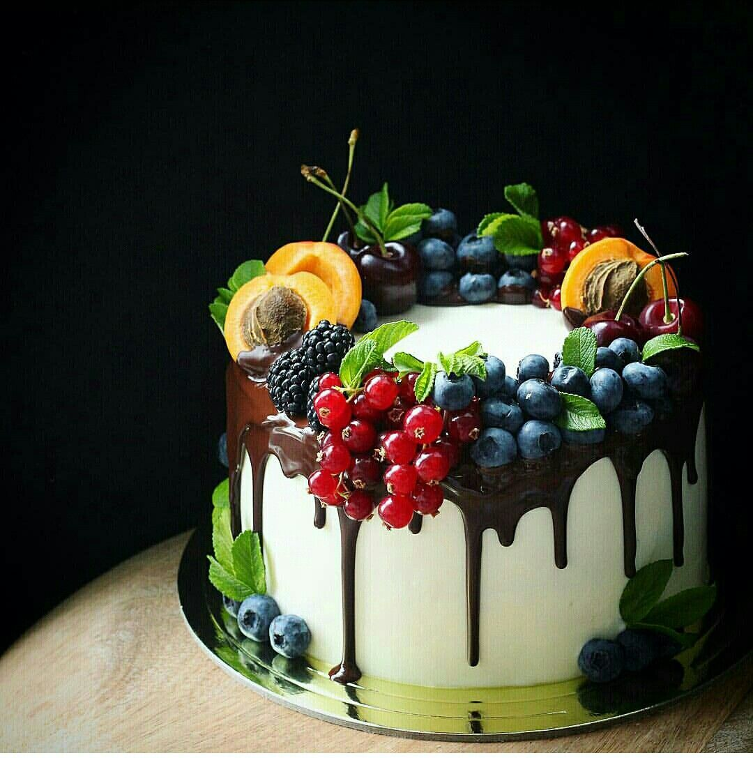 Shared By Spcn Yummy Cakes Desserts Drip Cakes