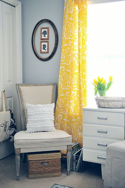 Love this vibrant yellow with the pale blue