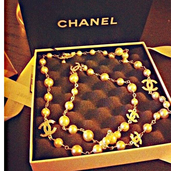 My chanel necklace #chanelpearls