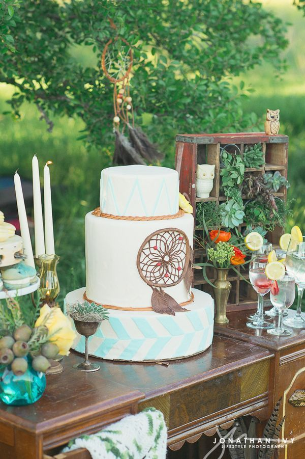 24 Delicious And Beautiful Boho Chic Wedding Cakes Dream catchers