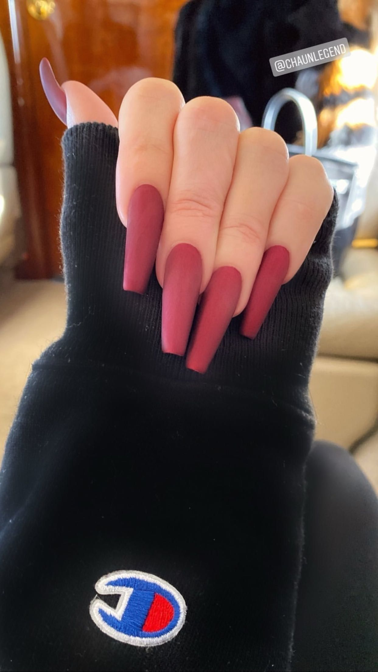 Khloé Kardashian's Velvet Chrome Manicure Is Surprisingly Easy to Do