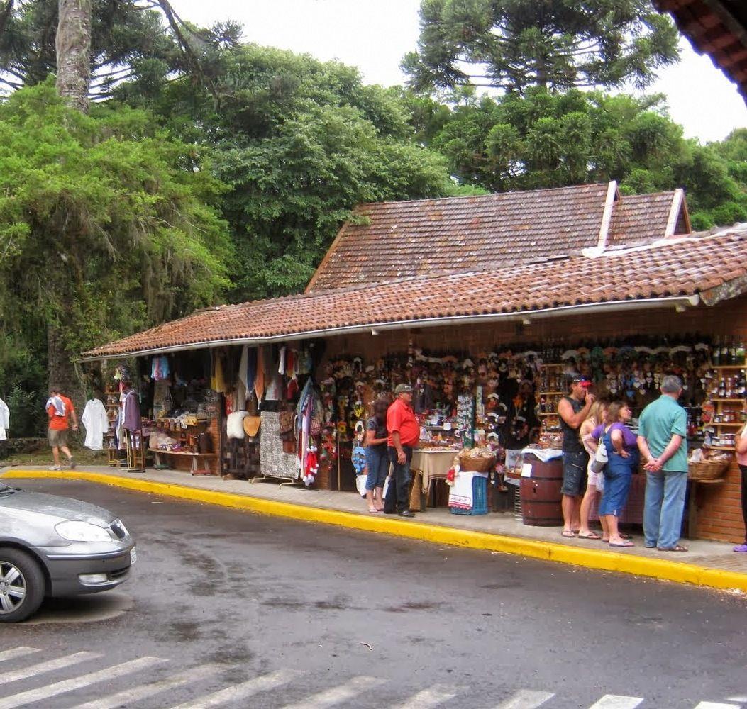 Feira de artesanato dentro do Parque do Caracol.