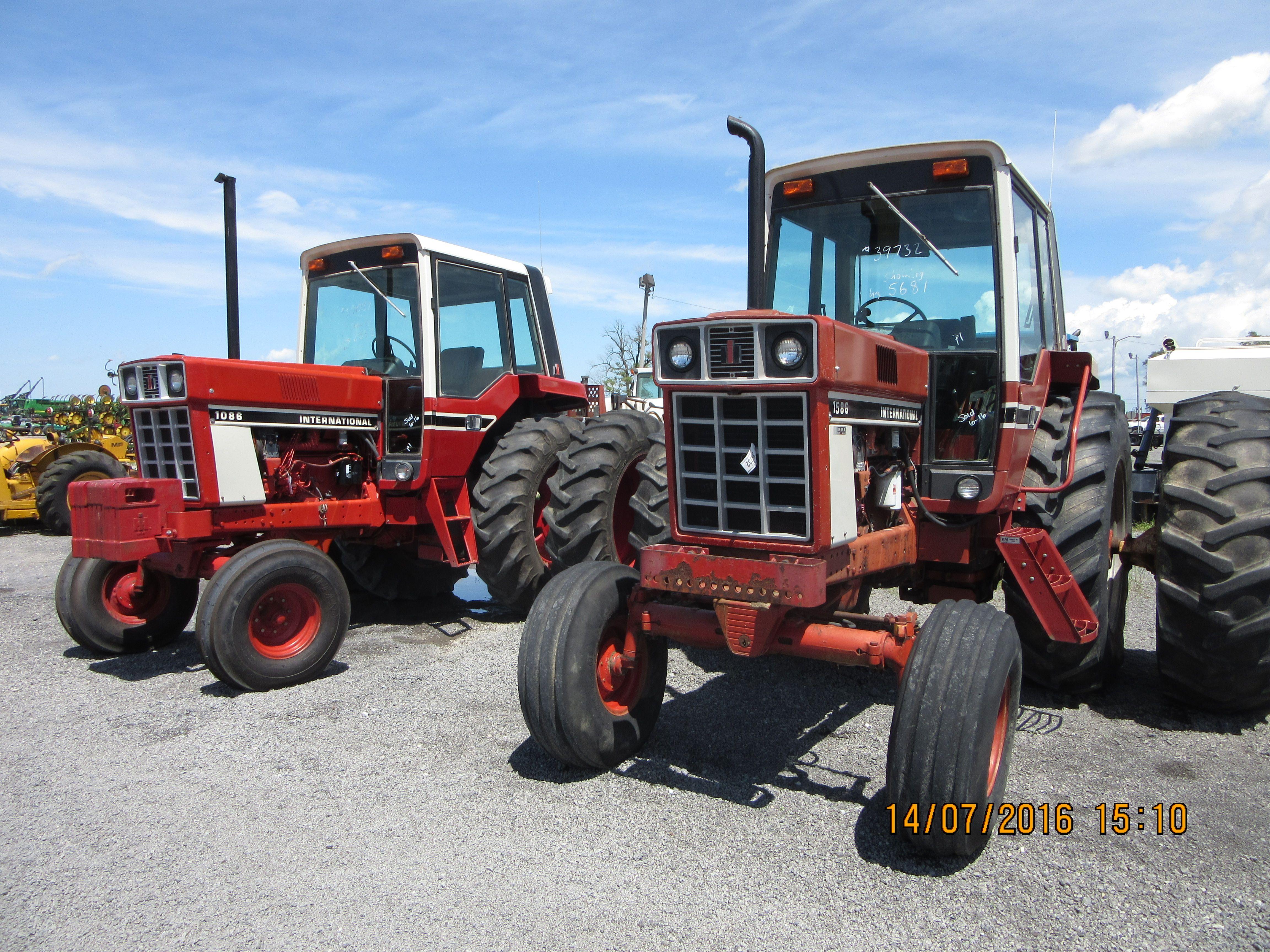 International 86 Series tractors r-l:160hp 1586 & 130hp 1086