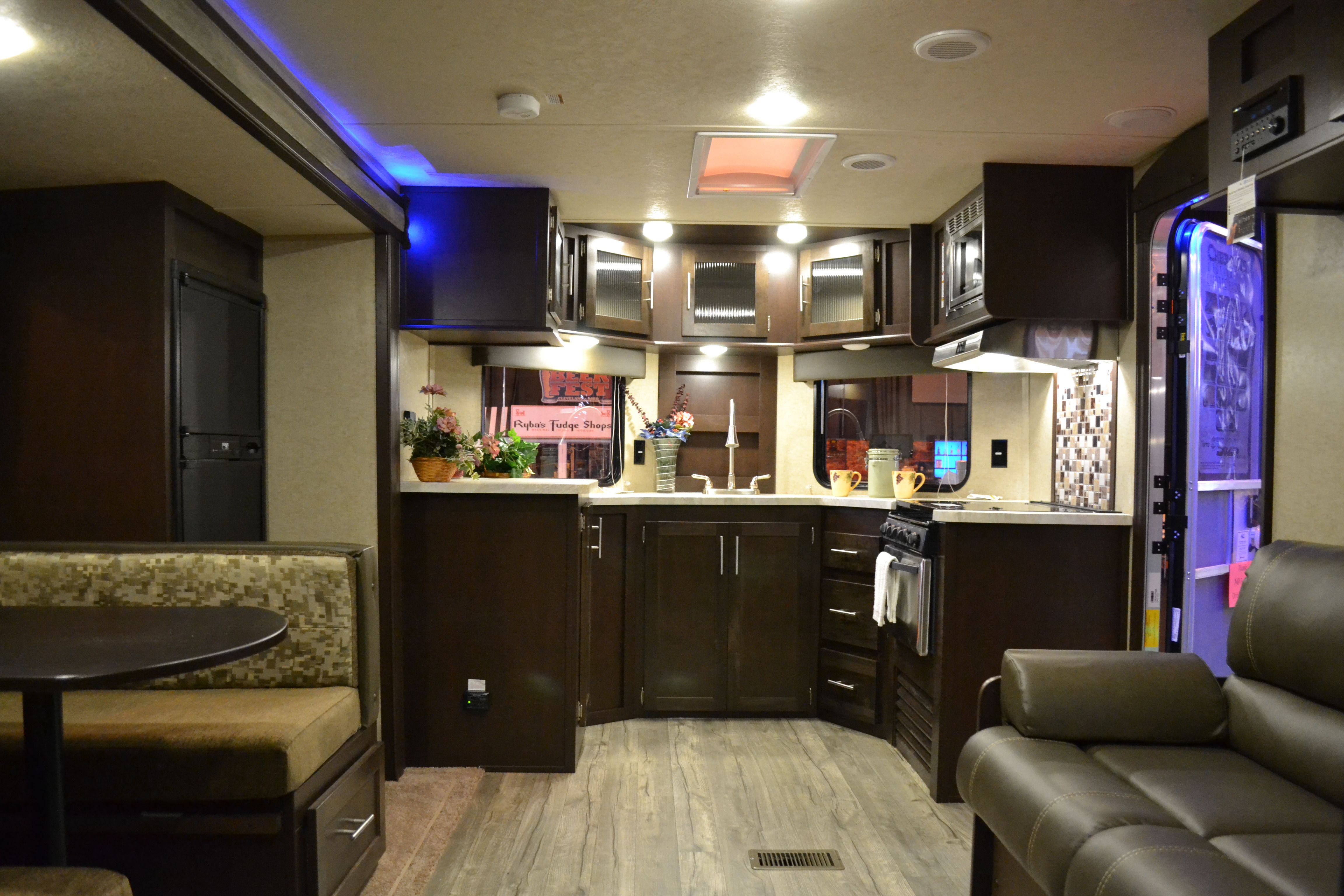 10+ Top Rv With Front Living Room