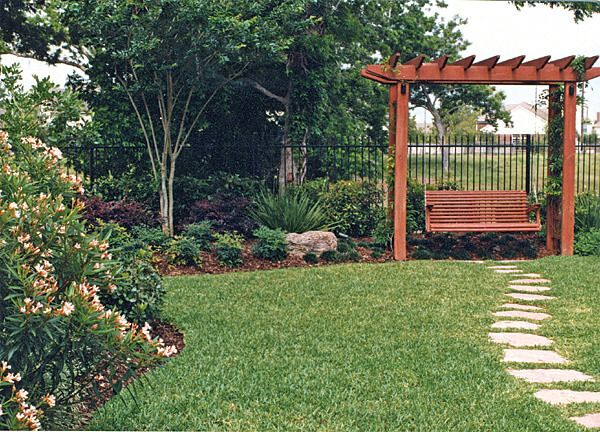 Houston Landscaping Ideas Larsen Backyard Landscape Friendswood 13 Contemporary Garden Design Backyard Landscaping Garden Landscape Design