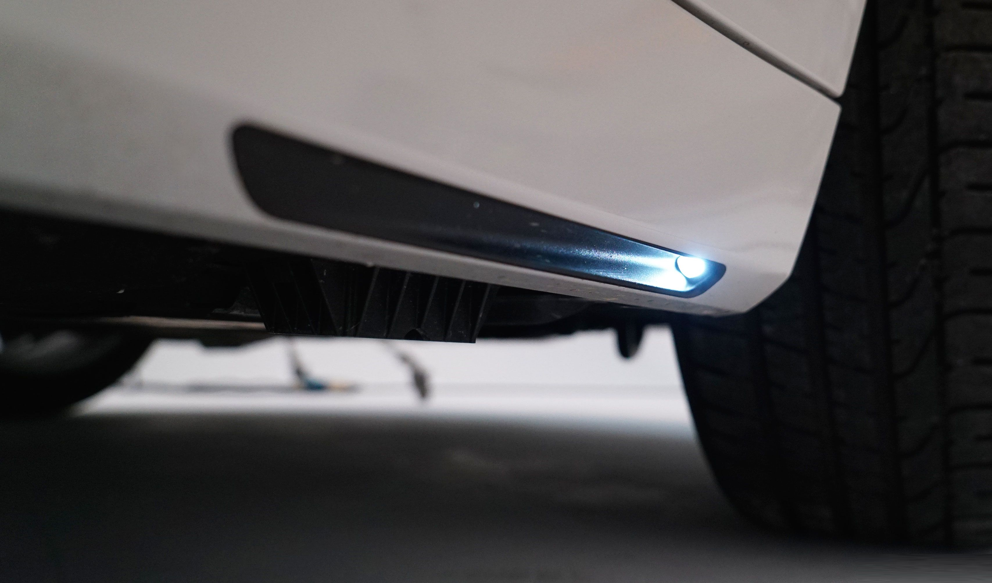 Bmw 7 Series 2016 Welcome Light Carpet It Took 3 Years To Get This Into Production C Www Bmwgroup Com Bmw 7se Bmw Bmw 7 Series Exterior Lighting