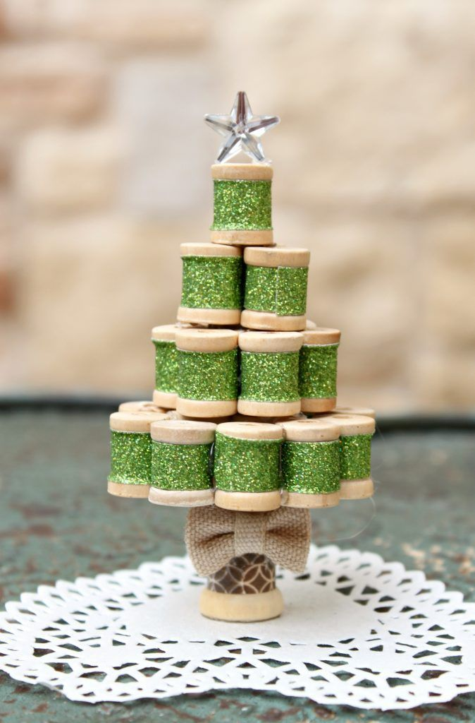 Ornaments Ideas, Christmas Tree Ornaments, Christmas Crafts, Handmade  Christmas, Christmas 2016, Merry Christmas, Wooden Spools, Miniature  Christmas, ...