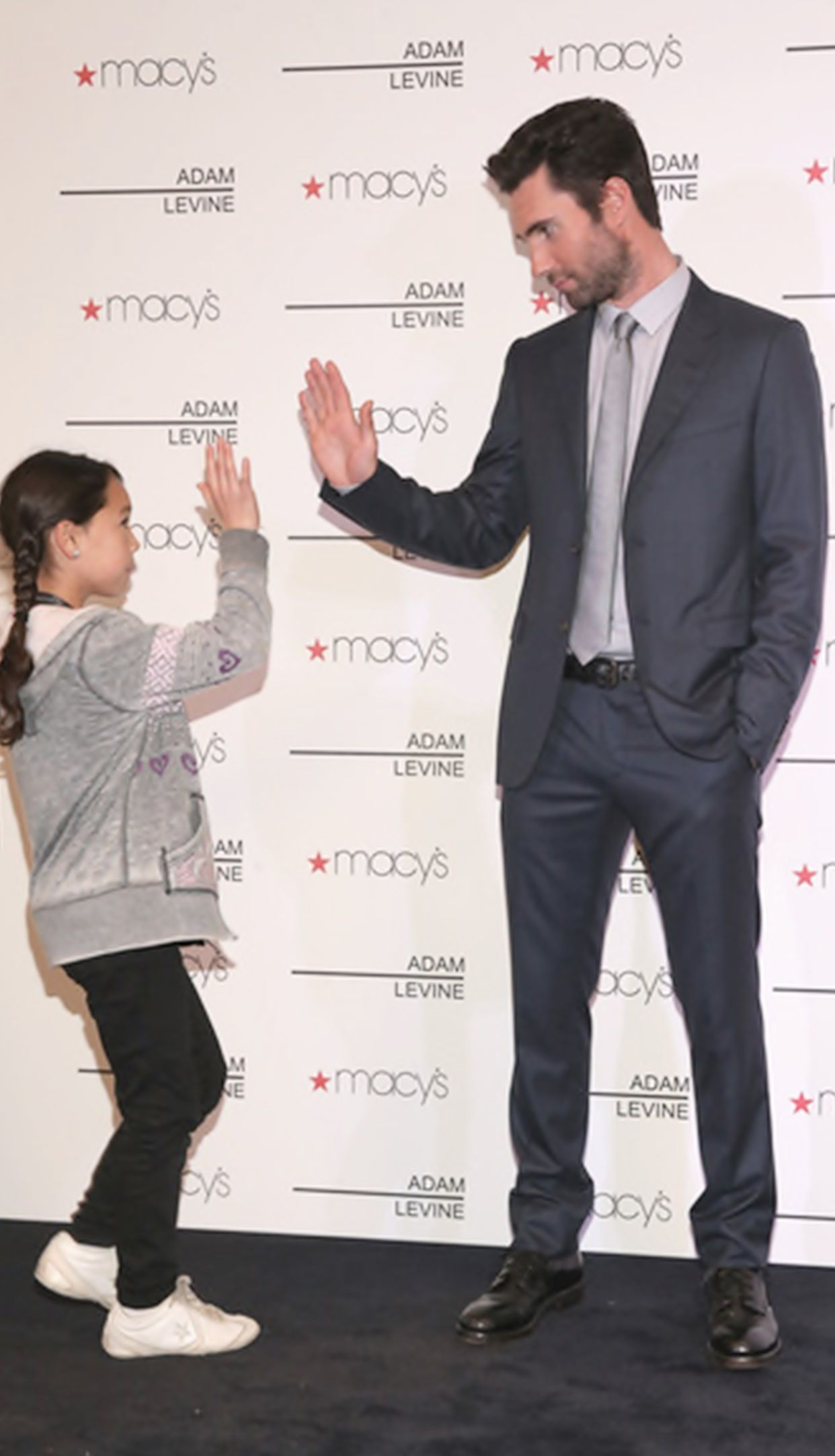Adam Levine Bet He S Great With Kids Maybe He D Like To Have