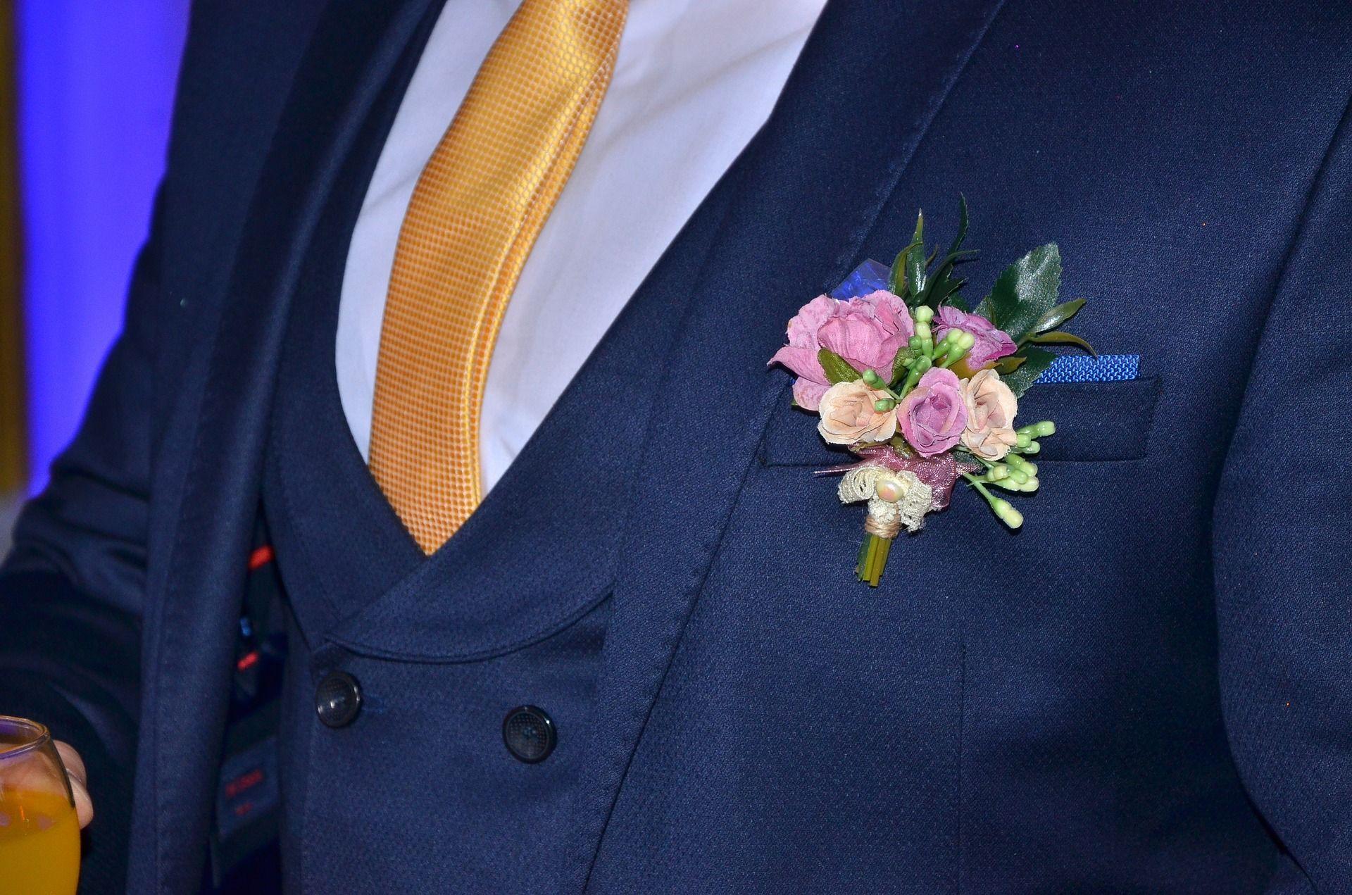 Welche Blumen Fur Den Hochzeitsanstecker Eine Grosse Einzelblute