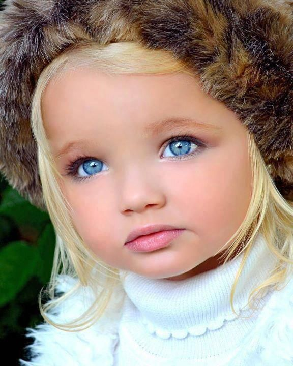 ninas con ojos azules