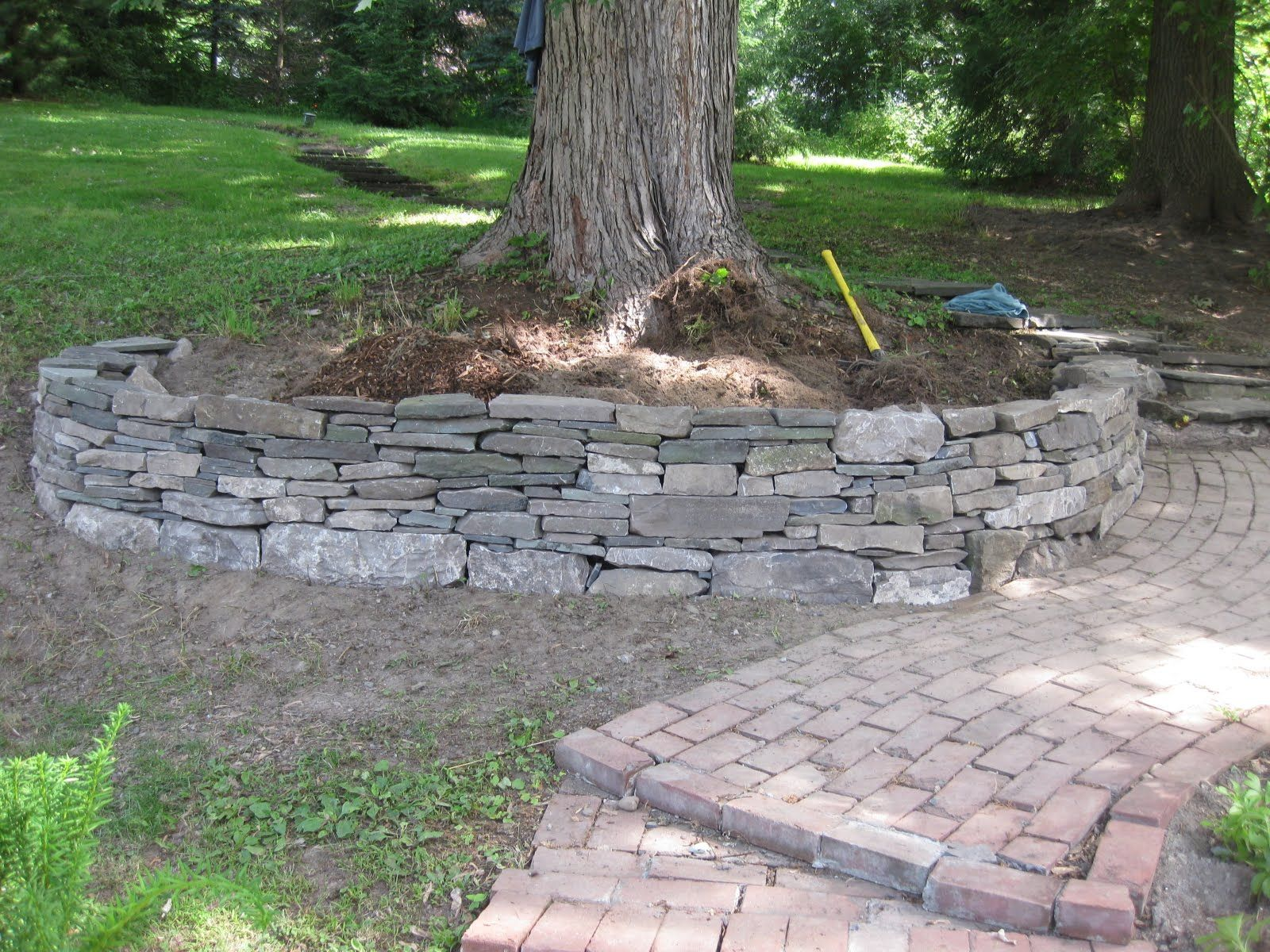 Making A Retaining Wall For A Tree Landscaping Around Trees Stone Landscaping Garden Retaining Wall