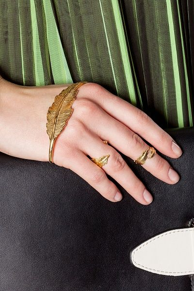 Кольцо LeiVanKash - Открытое кольцо ручной работы Featherиз бронзы с покрытием золотомв22 карата