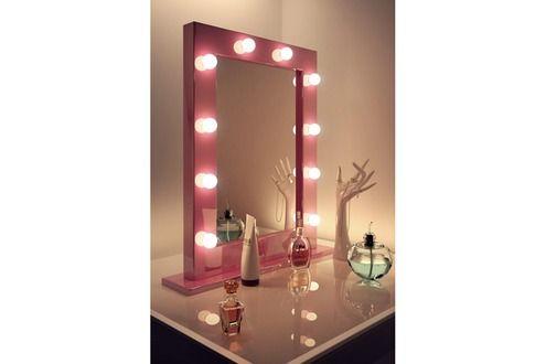Miroir de salle de bain Diamond X Collection Miroir pour maquillage. Je le recherche en blanc.