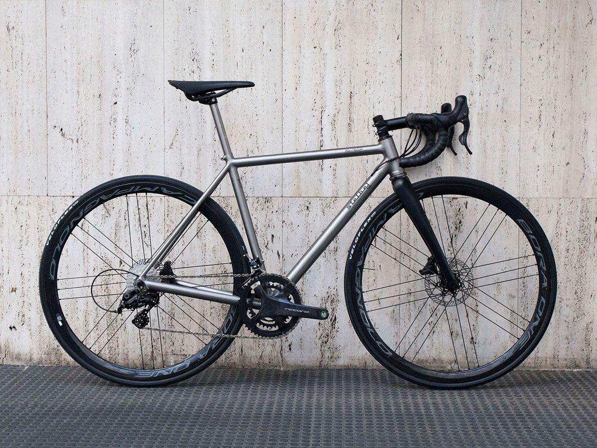Stelbel Ti9 Disc Titanium Road Bike Latest Builds Stelbel Telai In 2020 Titanium Bike Titanium Road Bike Titanium