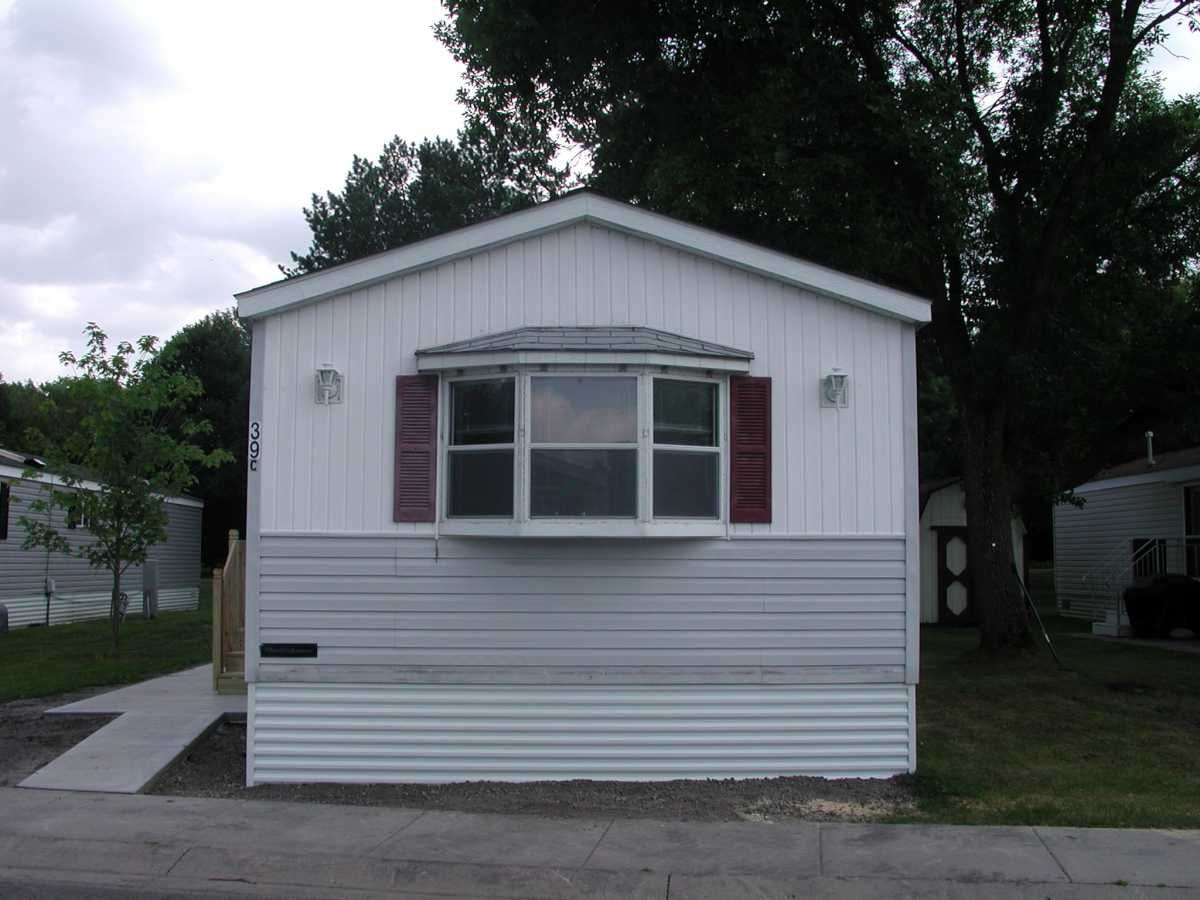 Outside 1993 Wick Building Mobile / Manufactured Home in