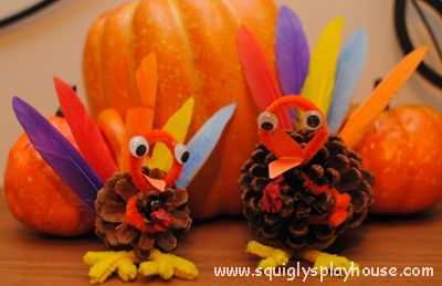 Make this awesome crafts with your kids! Thanksgiving Craft: Pine Cone Turkey