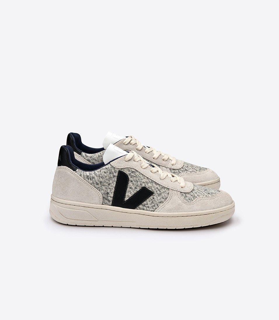 Veja V10 sneaker in recycled coton