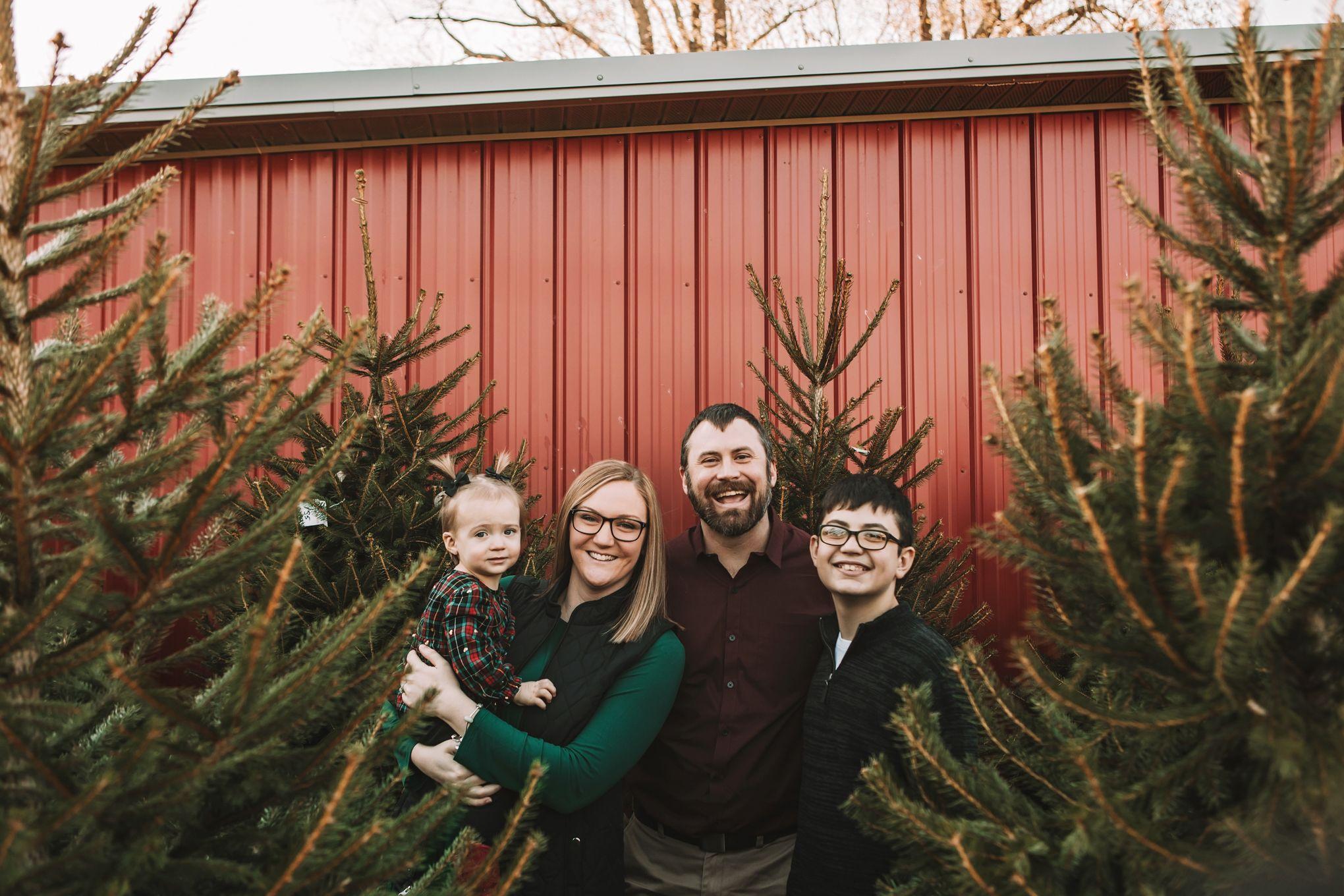 The Walls Family Cincinnati Christmas Mini Session Kristin Brown Photography In 2020 Christmas Mini Sessions Christmas Minis Mini Session