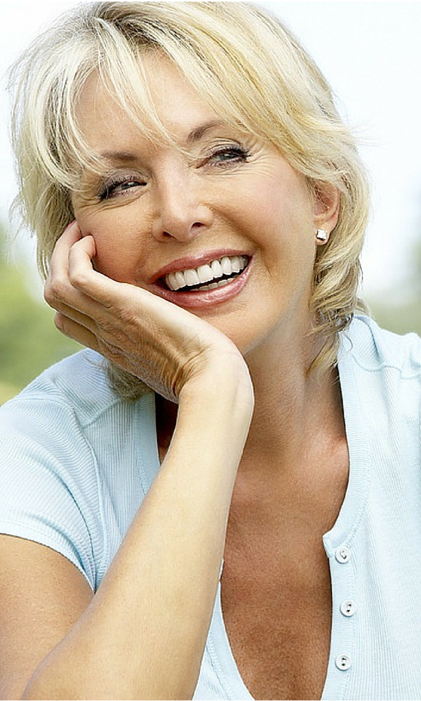 5 Eye makeup tips for mature women. Less is definitely