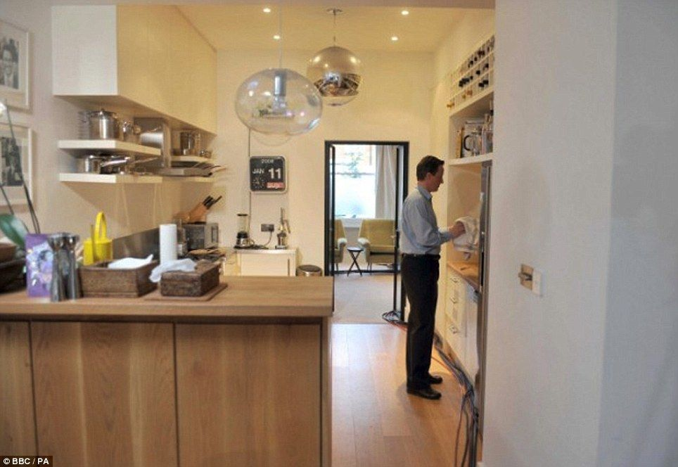 Through The Keyhole A Glimpse Into Modern Home Of David And Samantha Two Kitchens Cameron
