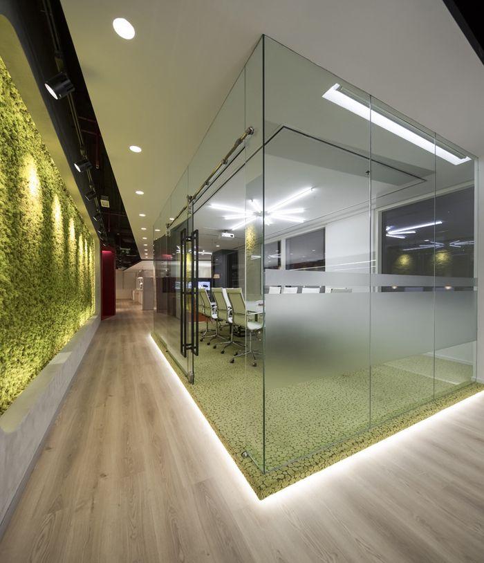 Office tour swiss bureau interior design ezelink telecom offices dubai bureaus interiors and office designs