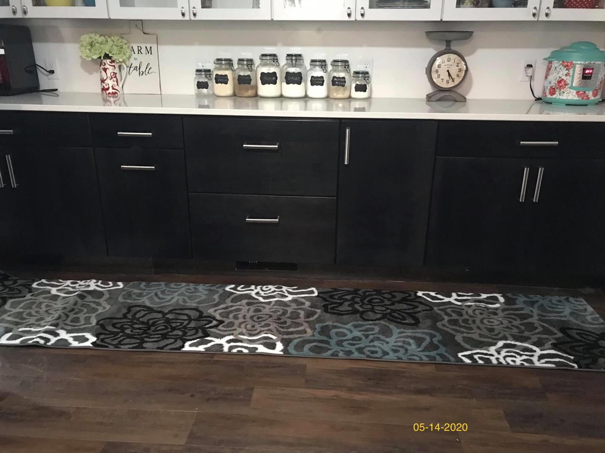 Pioneer Woman Kitchen White Upper Black Lower Cabinets Aqua Backsplash In 2020 Pioneer Woman Kitchen Kitchen Inspirations Kitchen