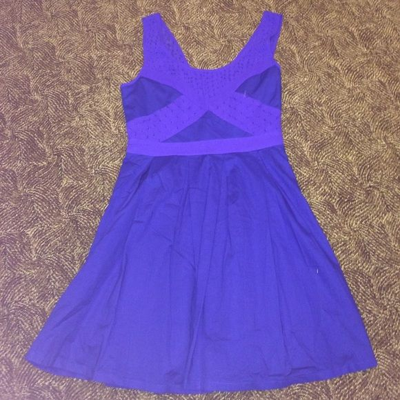 american eagle dress This gorgeous summer dress is perfect for any and all occasions. With the slightest but best details, this dress really stands out. The American Eagle dress is a size 2. It is NEW WITH TAGS. American Eagle Outfitters Dresses Midi
