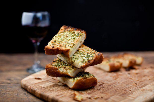 Garlic bread, at the center of a balanced Italian dinner