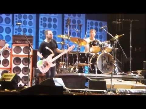 Pearl Jam - Lollapalooza 2013 - Yellow Ledbetter - São Paulo. Olha eu lá no palco genteeeeeee
