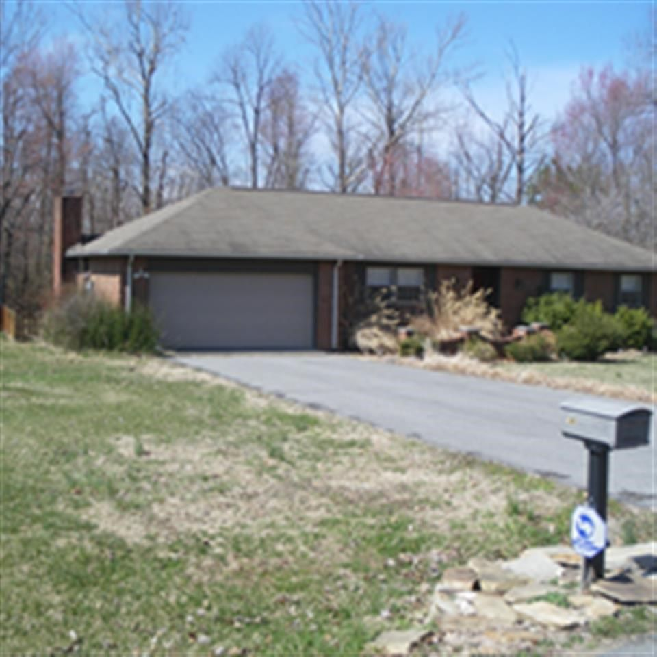 145 Woodcreek, Paducah, KY  42001 - Pinned from www.coldwellbanker.com