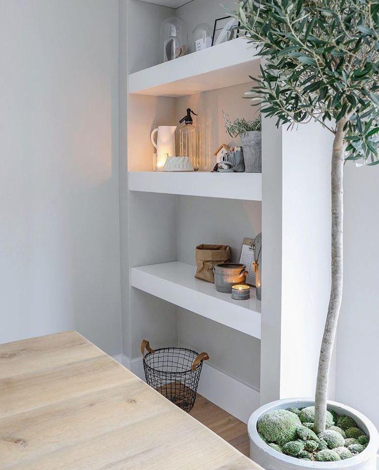 Enkel houten planken maken kan ook boven lage dressoir for Bed in de muur