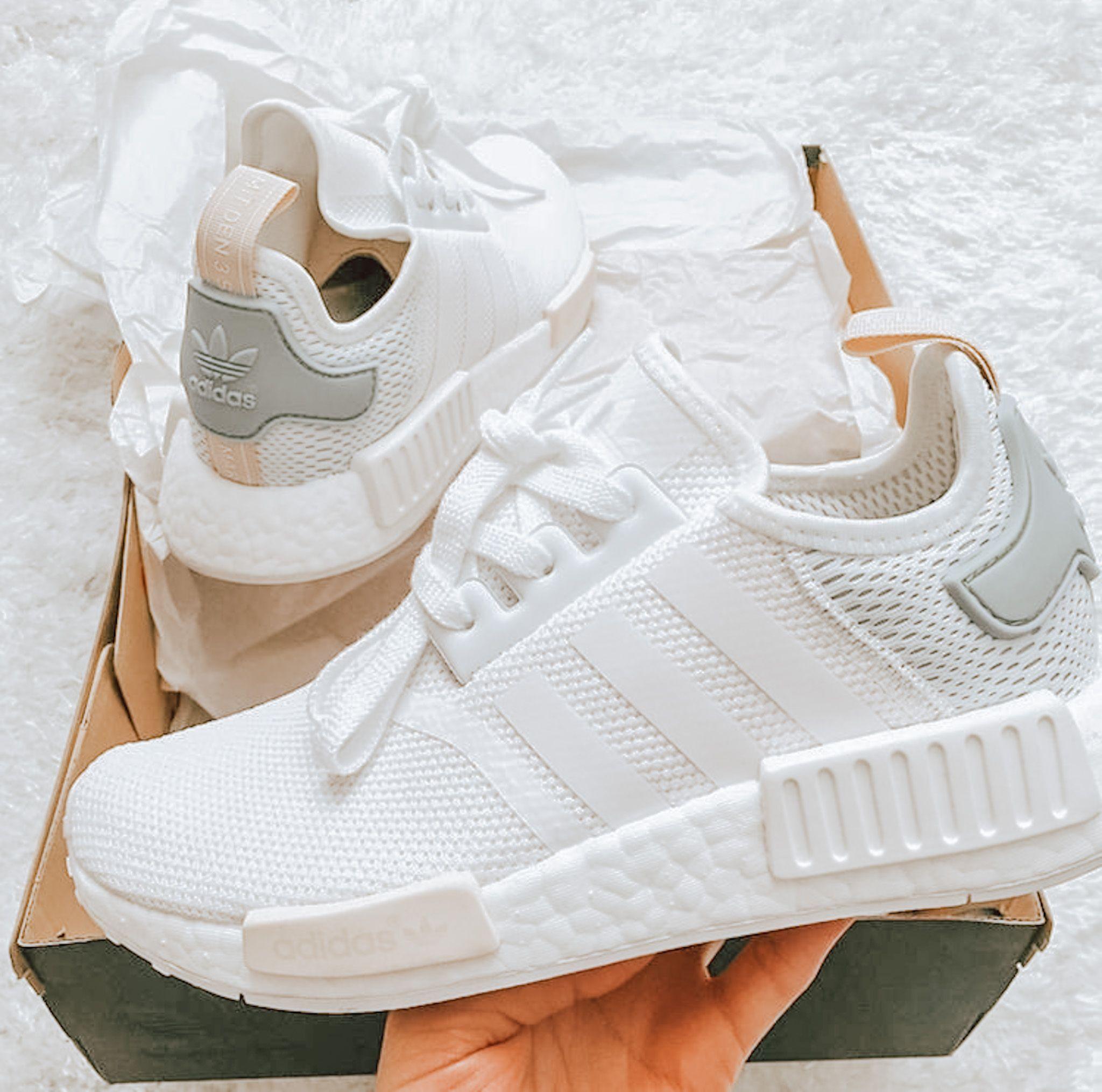 Pin By Helen Asimako On Kicks In 2020 Jordan Shoes Girls White Nike Shoes Sock Shoes