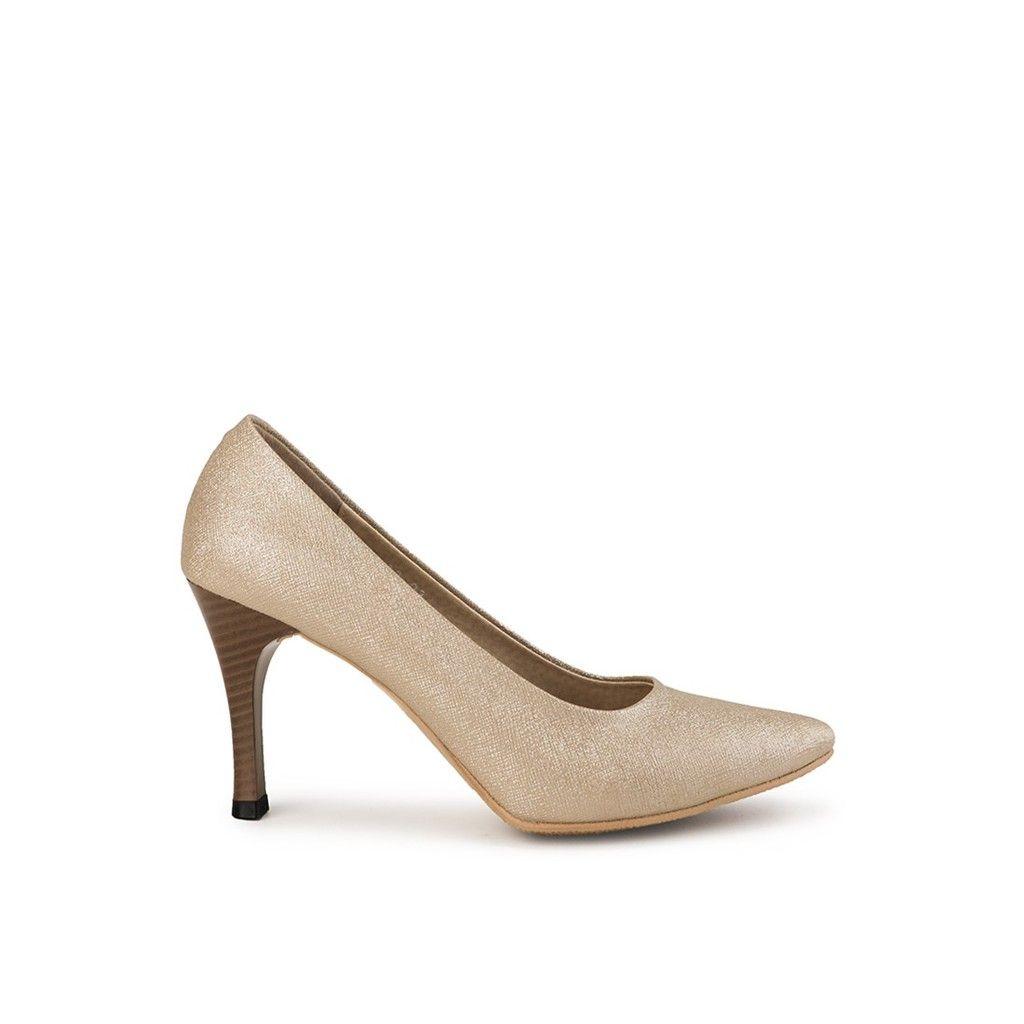 Prima Classe Berkreasi Pada Siluet Klasik Sepatu Pump Carol