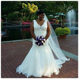This bride, who knew that simple could mean magnificent: | 26 Curvy Brides Who Nailed The Wedding Dress Game